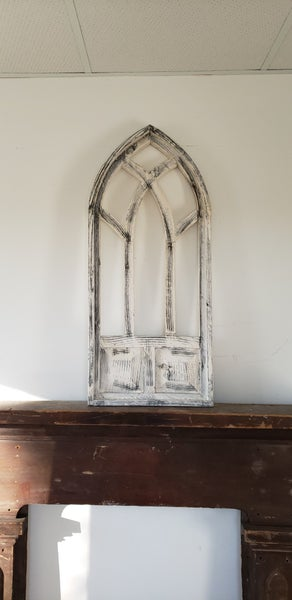 White and Cream Carolina Arch