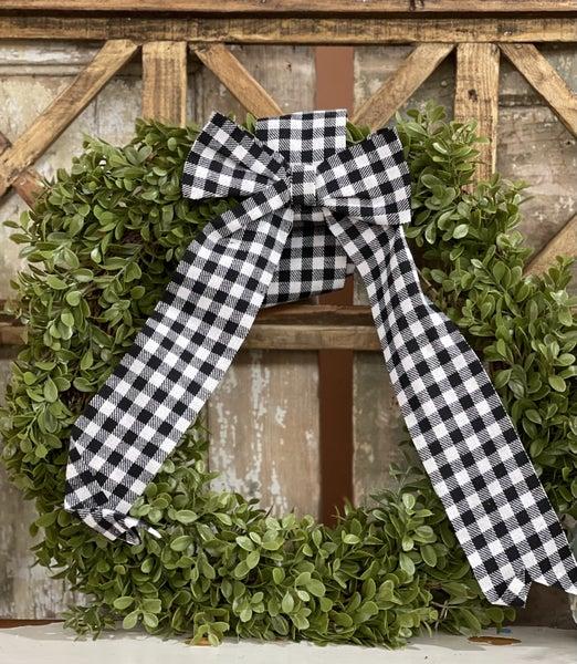 "18"" Boxwood Wreath w/Buffalo Check Bow"