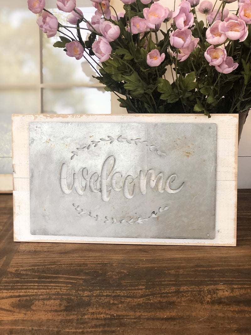 Welcome Wood and Tin Pallet Sign