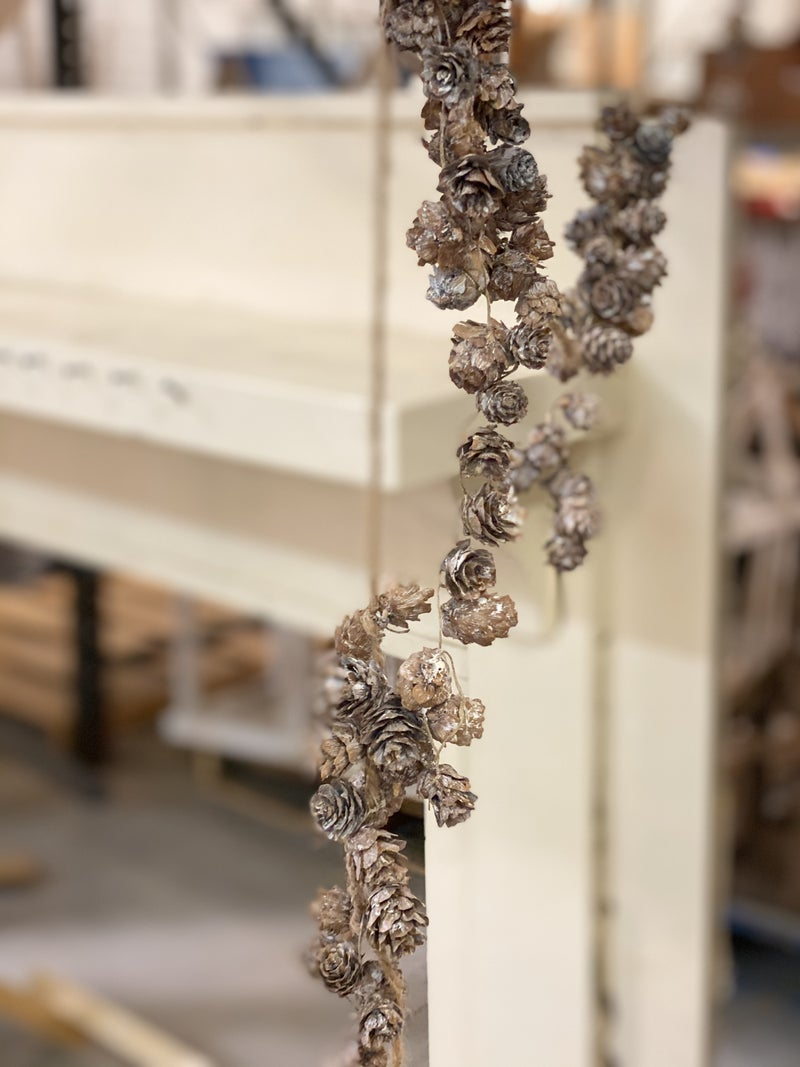 Pinecone Garland, 2 Colors Available