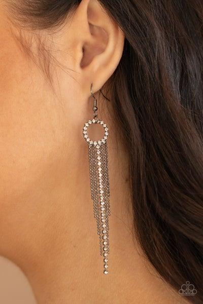 Pass the Glitter Black Earring