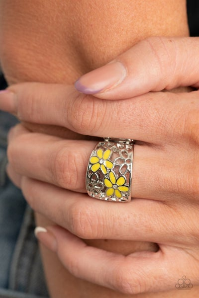 Clear as Daisy yellow ring