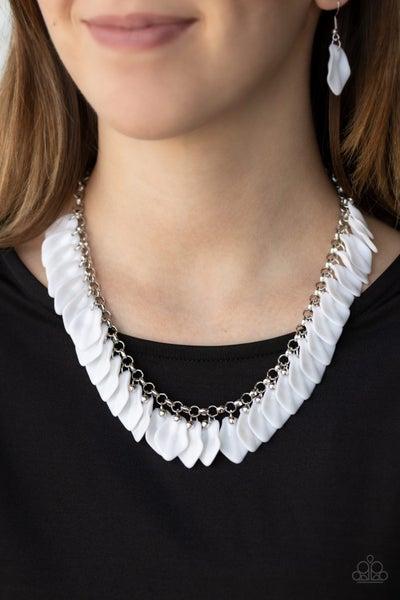 Super Bloom White Necklace