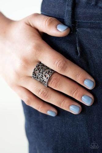 Guru Garden Black Ring