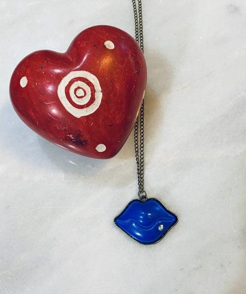 Kiss me necklace