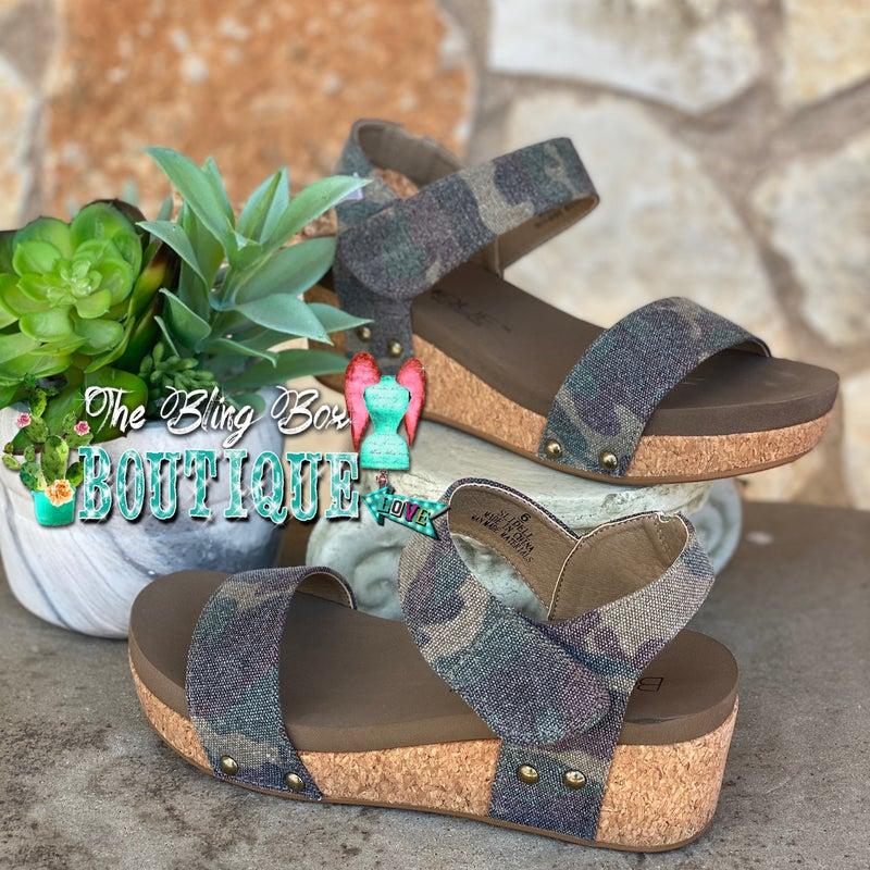 Corky's Slidell Camo Sandal