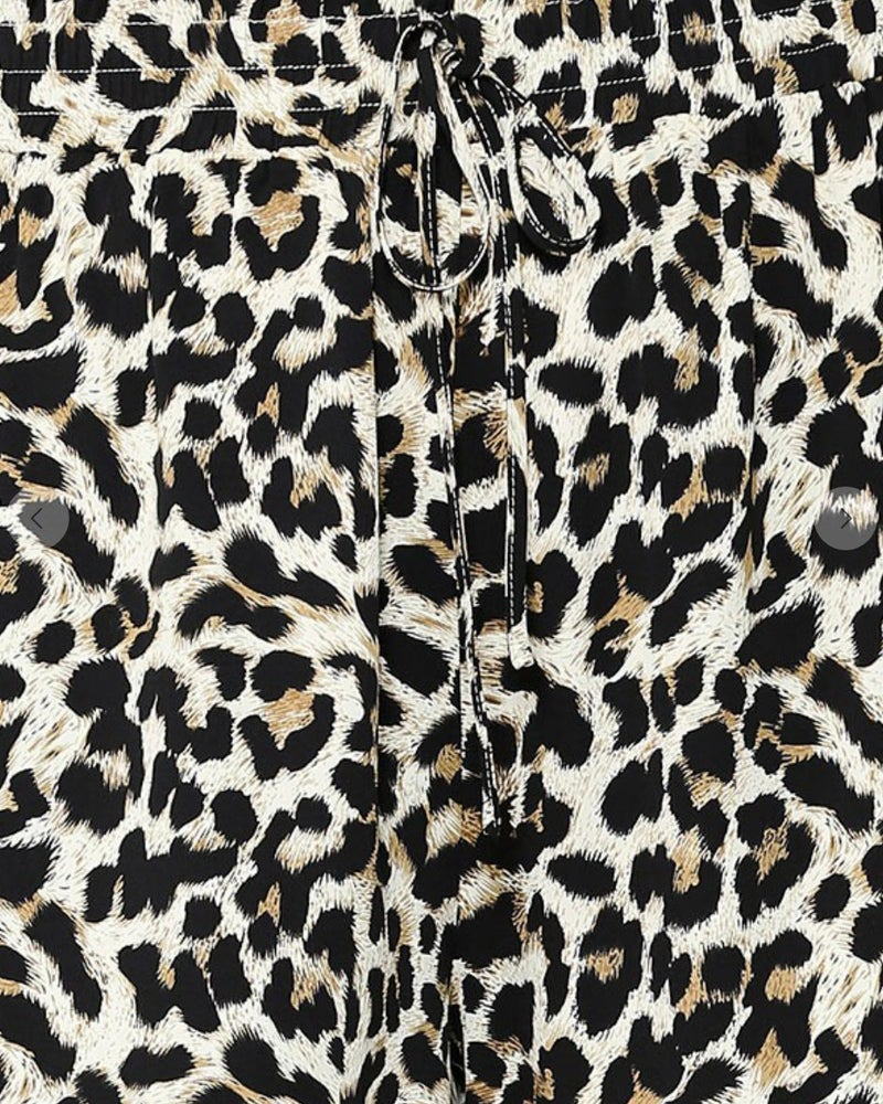 Taupe Leopard Stretch Waist Print Shorts w/Pockets