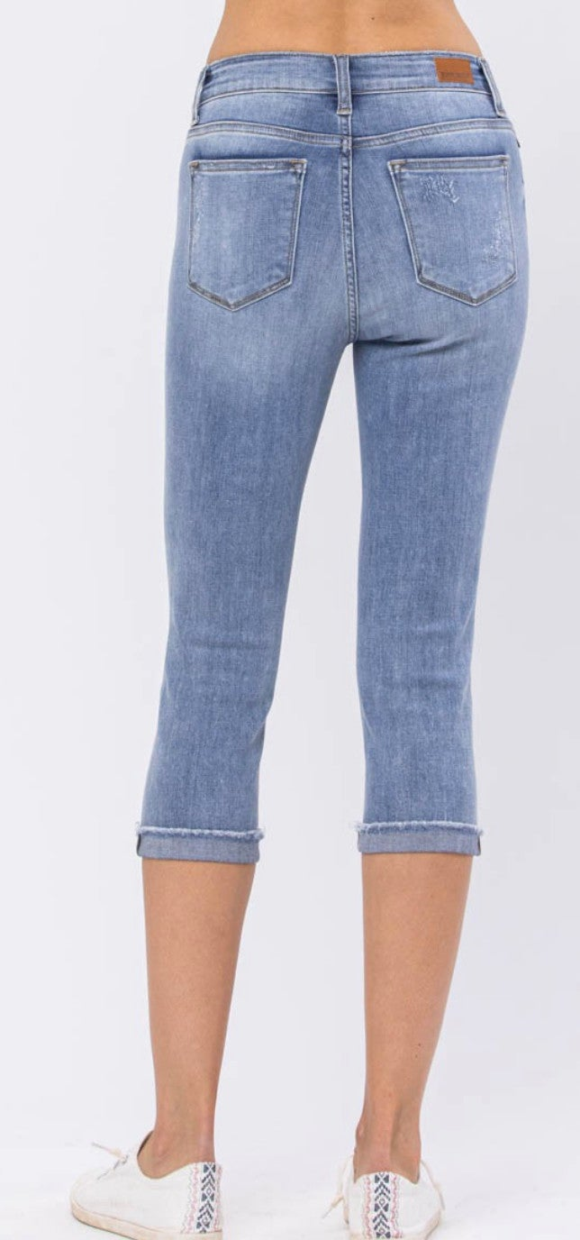 Judy Blue Mid Rise Destroyed Capri Jeans