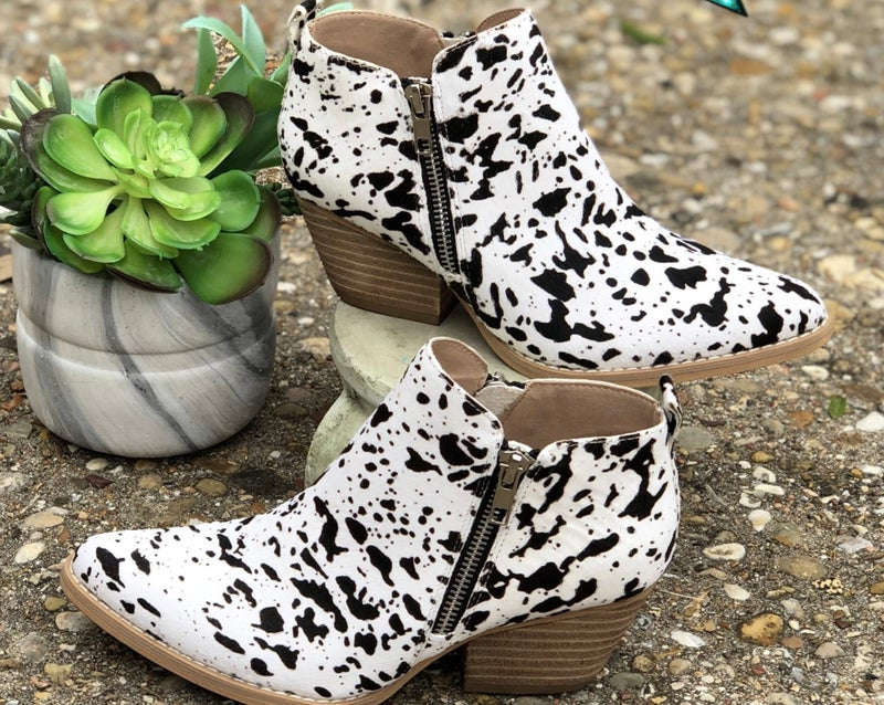 Gracemont Black & White Cow hide Leather Booties SIZE