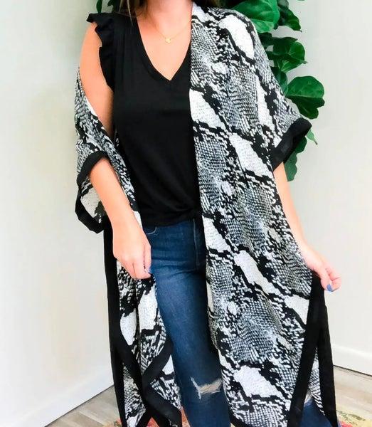 ONE SIZE - Snakeskin & Black Trim Kimono