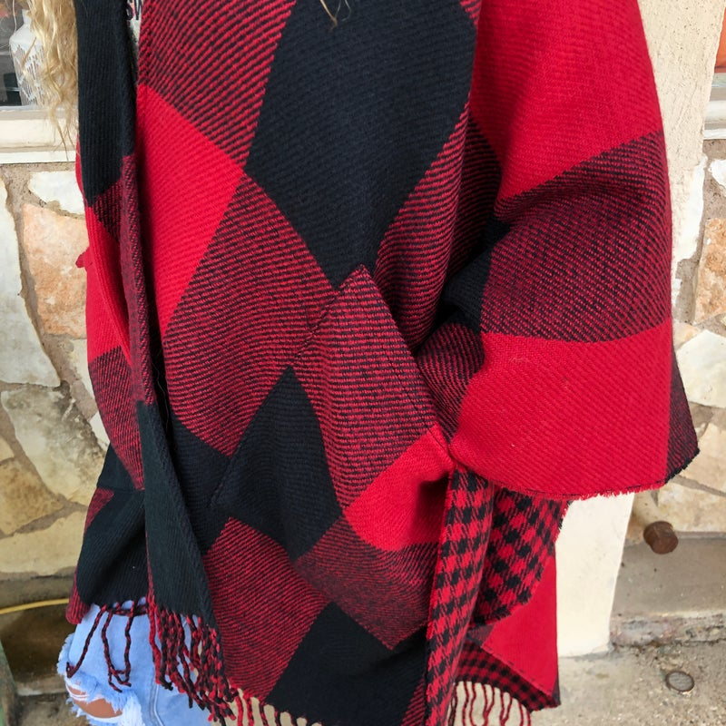 ONE SIZE - Reversible Buffalo Plaid Pocket Poncho