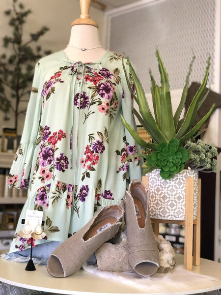 Short Sleeve Mint Floral Lace up Top