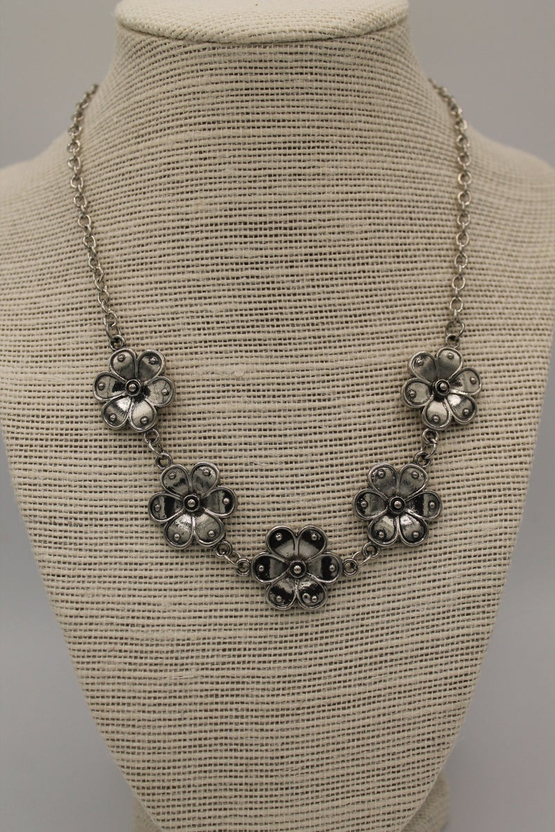 Vintage Silver Flowers Necklace