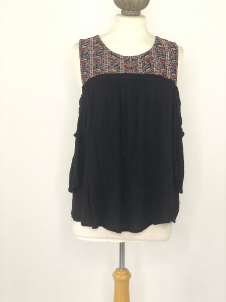 XL Eyeshadow Black Cold Shoulder Top w/ Embroidery