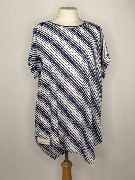 1X Vince Camuto Blue/White Diagonal Stripe Tee