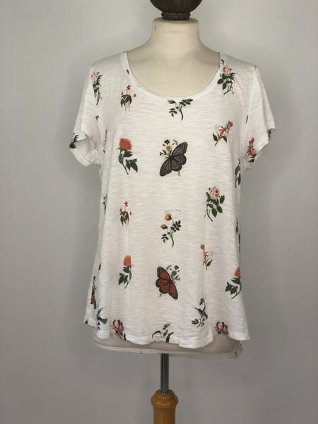 XL Lucky Brand White Tee w/ Floral & Butterfly Print