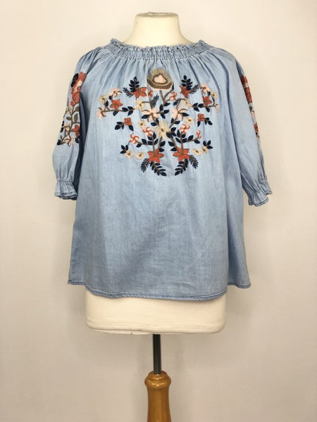 S/M Sadie & Sage Chambray Top w/ Floral Shoulder Embroidery