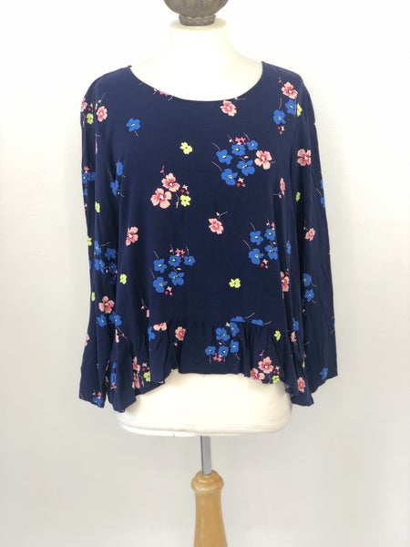 Sz L Gap Navy Floral Blouse with Ruffle Hem