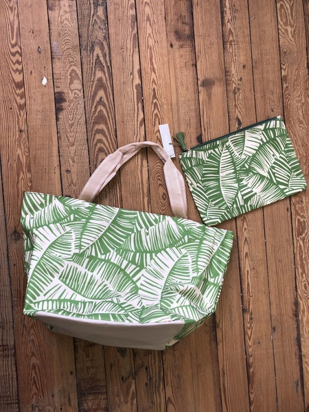 Chico's Tote & Pouch Set in Lush Green NWT Ret $40