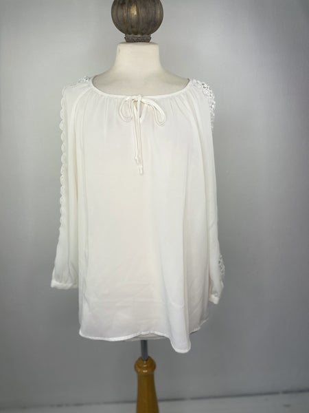 L New Directions White Blouse w/ Sleeve Detail