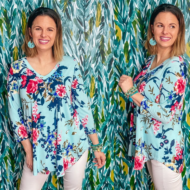 Reg/Plus Honey Me Blue/Pink Floral V-Neck 3/4 Sleeve Top