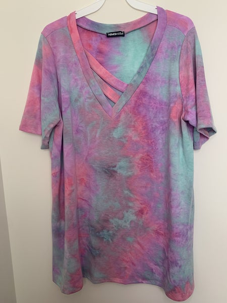 TIE DYE TOP WITH V NECK BAR DETAIL