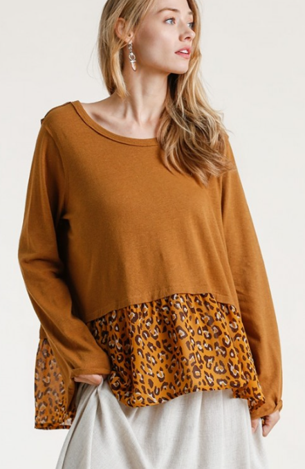 Linen Blend Raw Edged Round Neck Top with Animal Printed Ruffle Hem