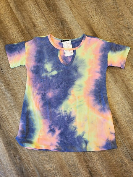 Purple/Pink Keyhole Tie Dye Shirt