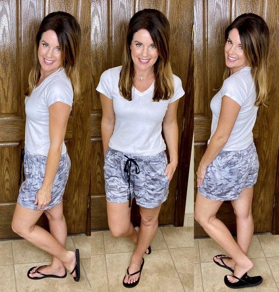 Camo Drawstring Casual Pocketed Shorts