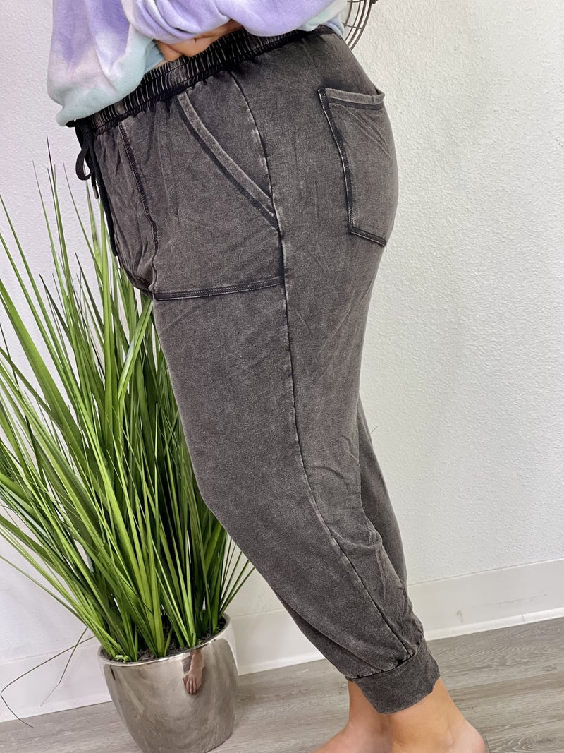 The Curvy Lush Joggers in Black