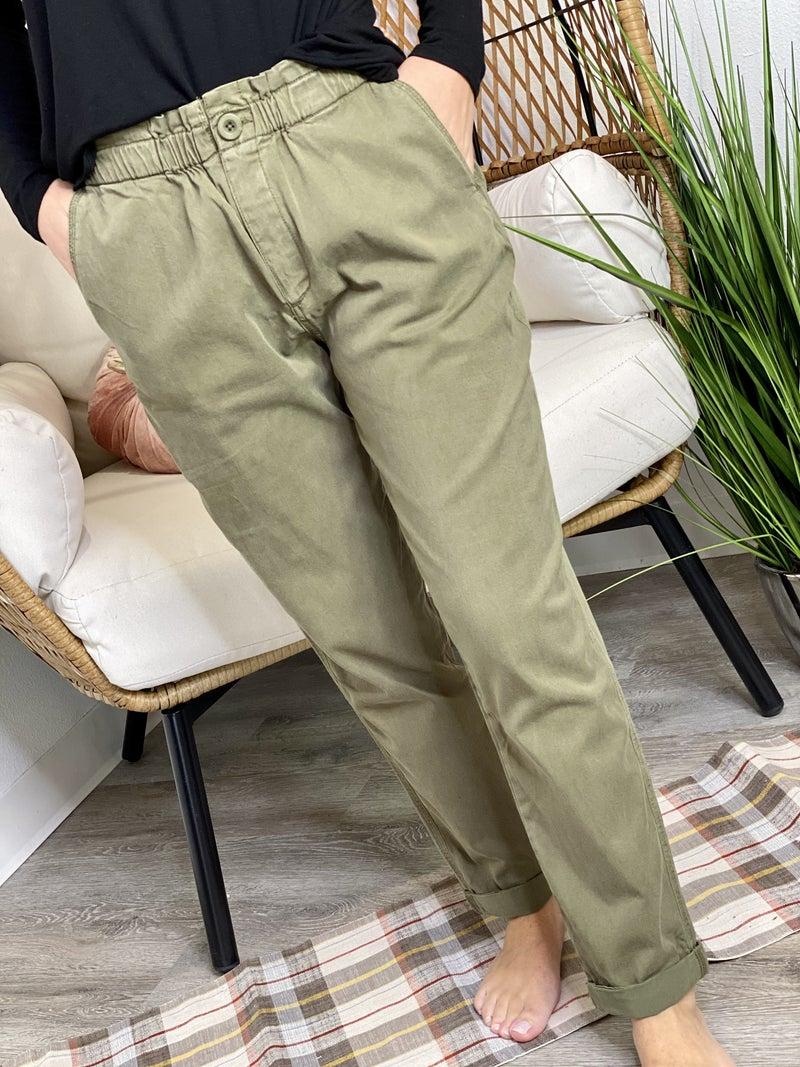 The Pilea Pants in Olive