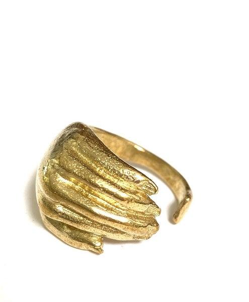 The Mira Hand Ring