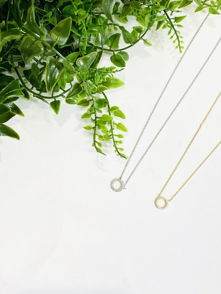 The Dipped O Necklace - 2 Colors