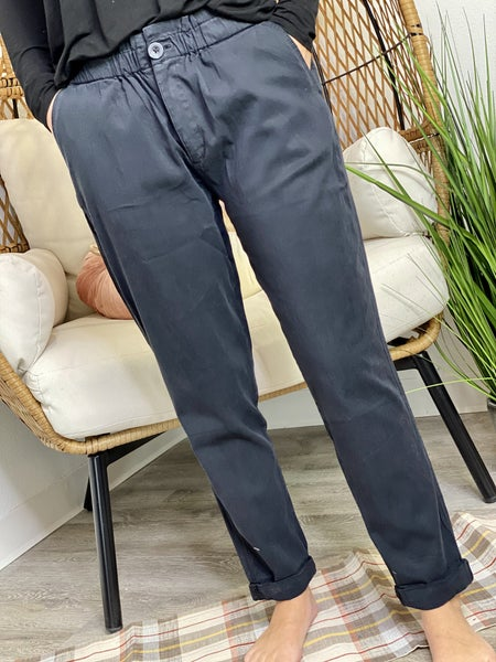 The Pilea Pants in Black