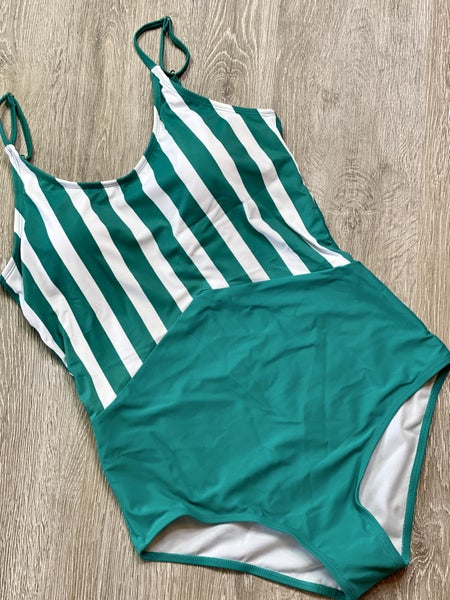 The CURVY Green Swimsuit