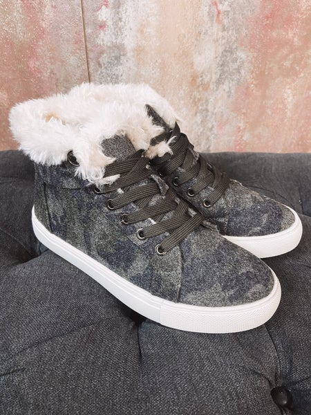 Camo Lace Up w/ Faux Fur Det.
