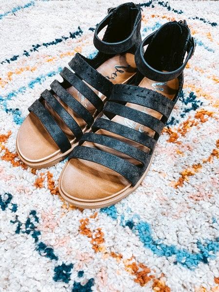Black Textured Back Zipper Sandal