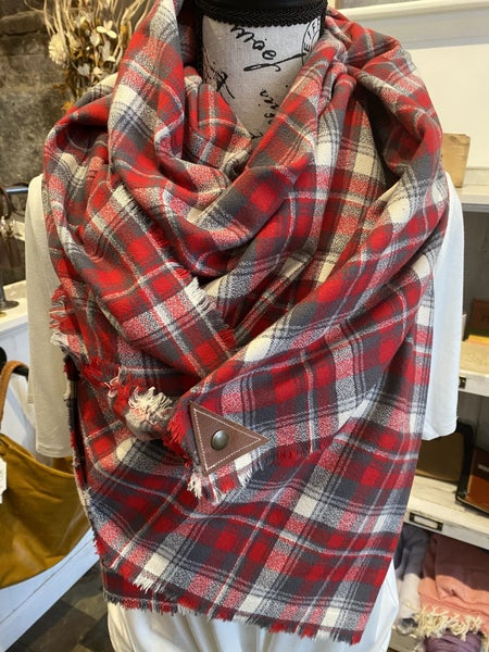 BXB Festive Plaid Blanket Scarf w/ Leather Snap Detail