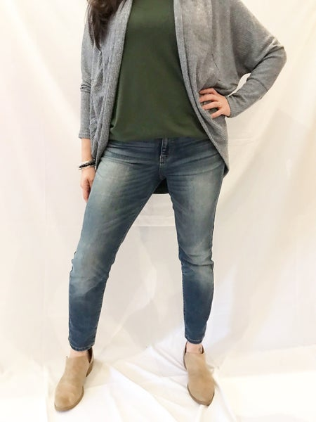 Judy Blue Mid Rise Handsand Relaxed Fit Jeans