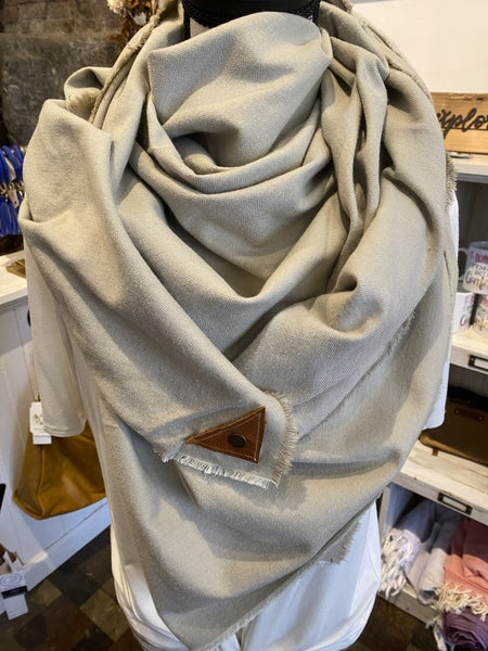 BXB Wheat Herringbone Blanket Scarf w/ Leather Snap Detail