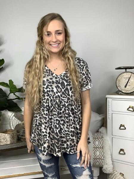 Off White Short Sleeve Cheetah Print V-Neck Top *Final Sale*