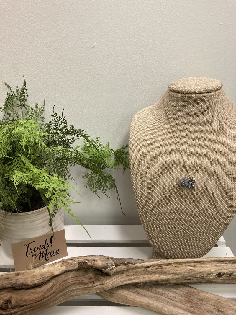 Gray cluster necklace