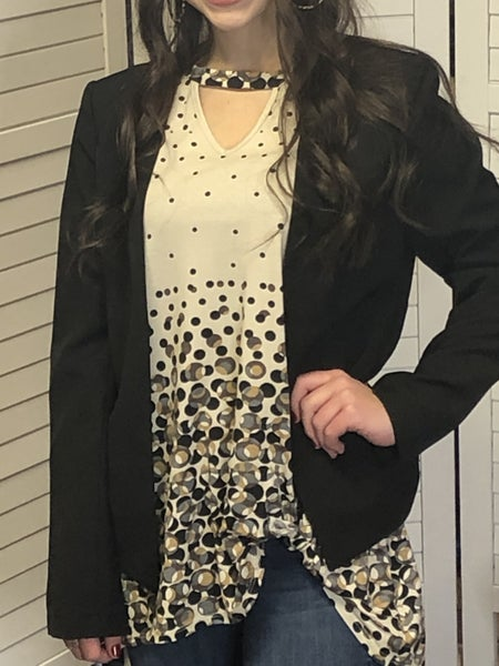 Long sleeve collarless blazer