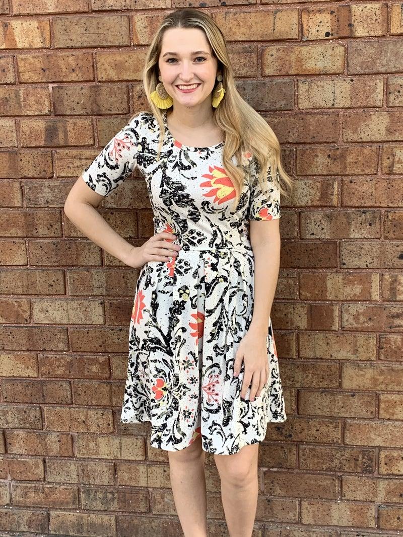 Blk/Wh Floral Shortsleeved Flare Dress