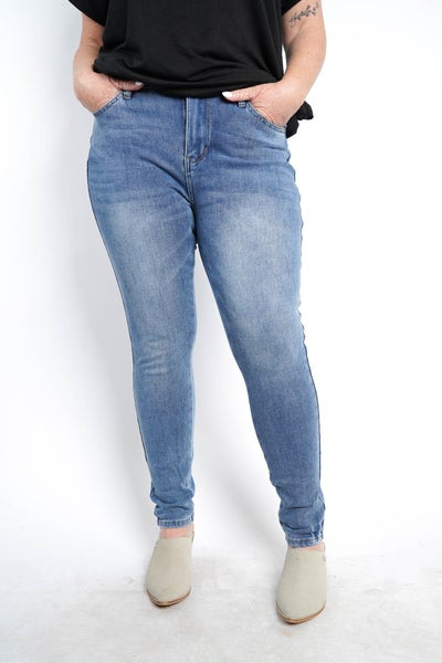 The LAURA Light Thermadenim Skinny Jeans By Judy Blue