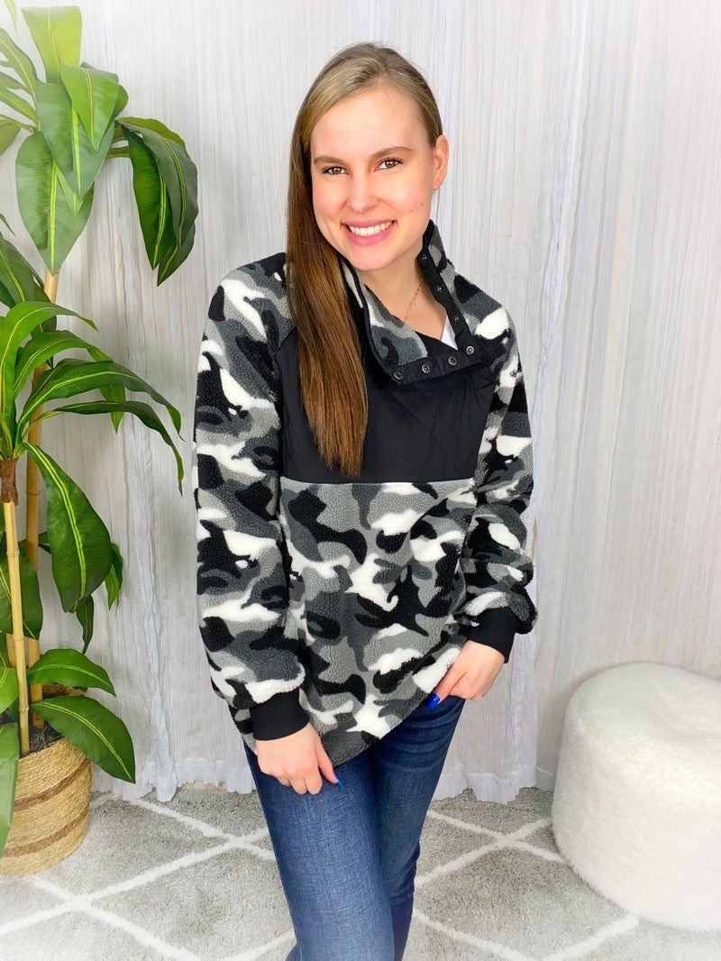 QUILTED TEXTURE W/ FLEECE CONTRAST PULLOVER