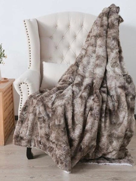 FAUX FUR BLANKETS (ASSORTED COLORS)!