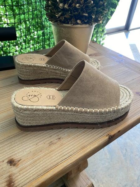Almond espadrilles sandals