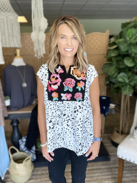 The Mac in white & black embroidered top