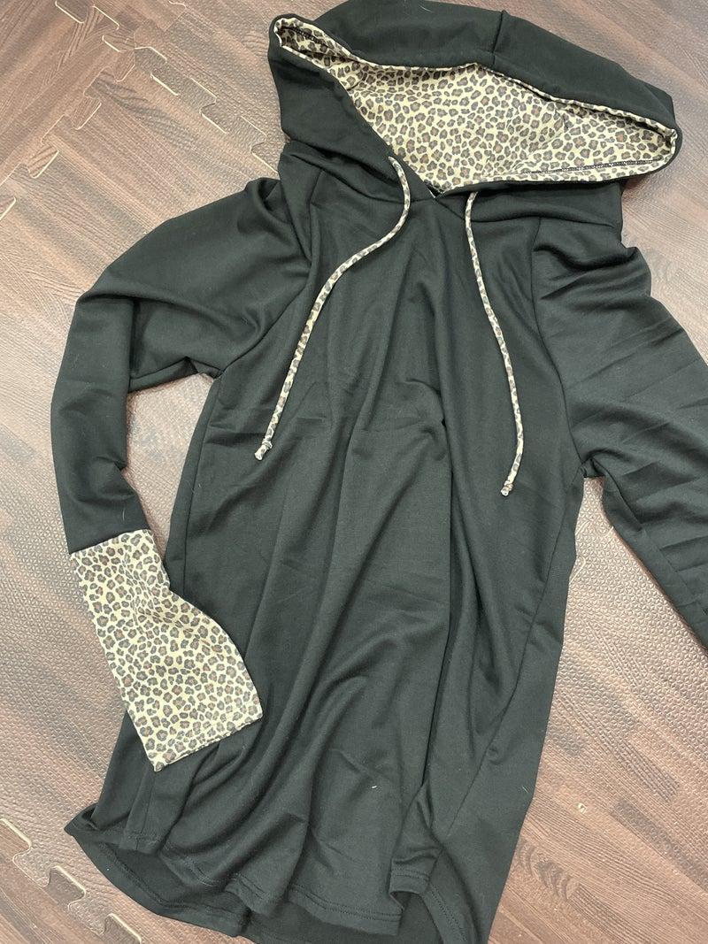 Long Sleeve Solid Hoodie Top with Wildcat Contrast